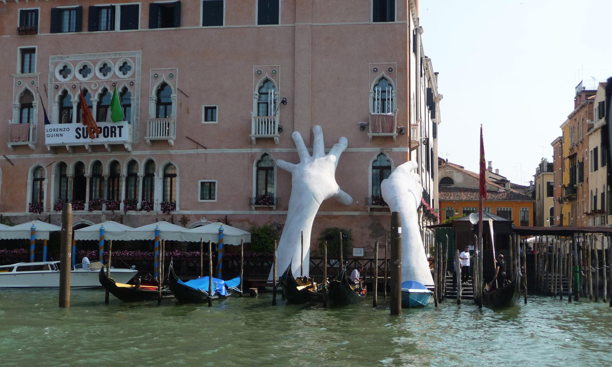 Street art, Lorenzo Quinn, Venise
