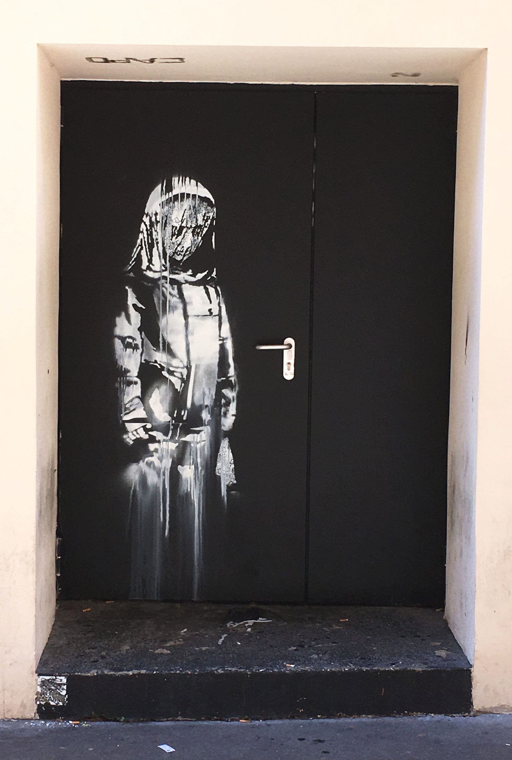 Banksy, pochoir porte du Bataclan, Paris