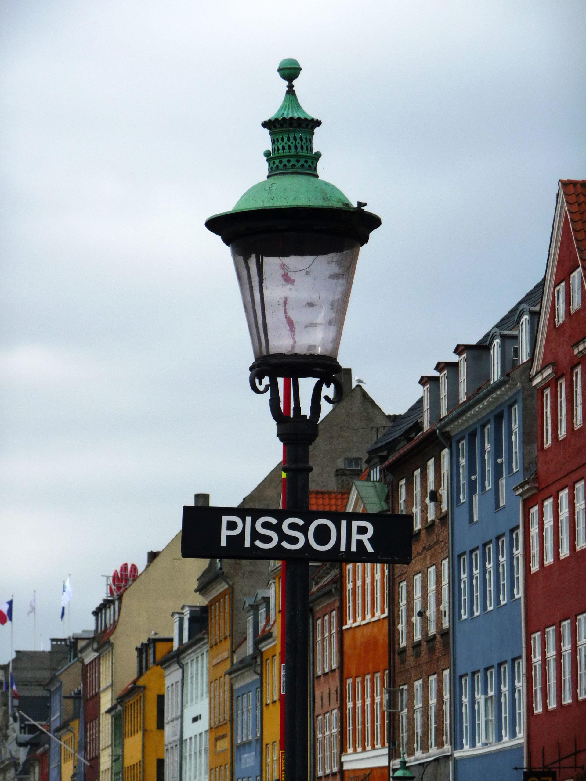 """Lampadaire, panneau """"Pissoir"""", Copenhague"""